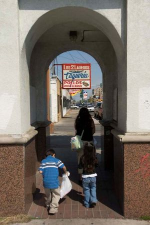Little Village in Chicago - Photographs of Pilsen and Little Village