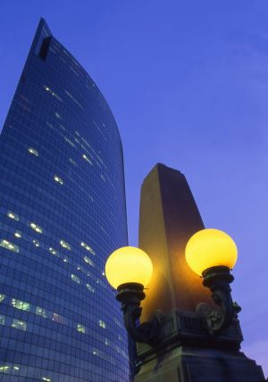 333 Wacker building and lamp post along river - Chicago architecture photographs