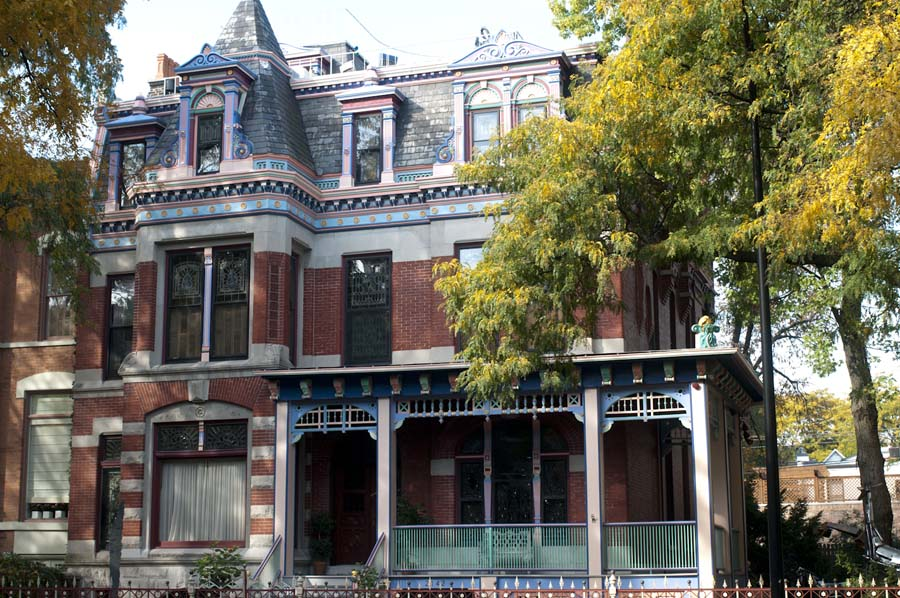 Colorful Victorian house on Sedgwick Street in Lincoln Park